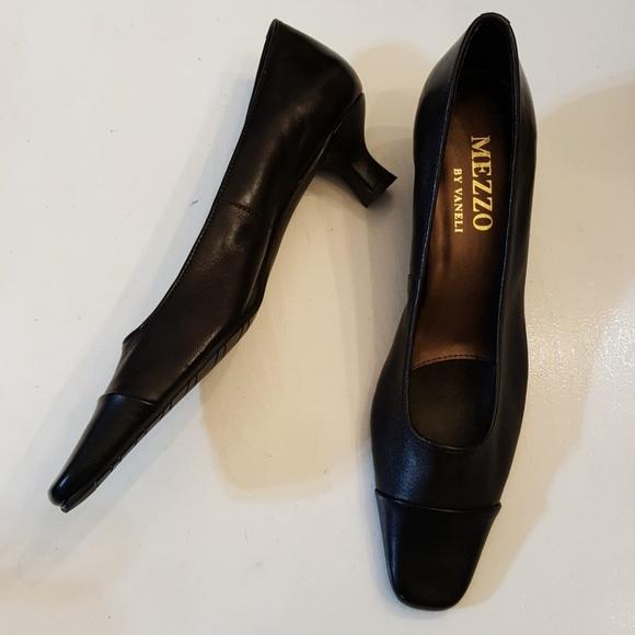 dc9a822a7f8d7 Mezzo Vaneli size 8 S AAA Slim Shoes Kitten Heel